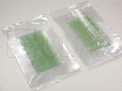 Plastry z woskiem do depilacji, pakowane na poziomej maszynie pakującej (HFFS).