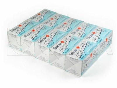 Pudełka z rolkami bawełny pakowane w opakowanie zbiorcze w termokurczliwą folię polietylenową.