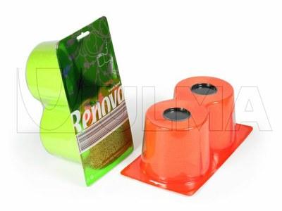 Papier toaletowy w rolkach pakowany w formę wytłaczaną na maszynie termoformującej.