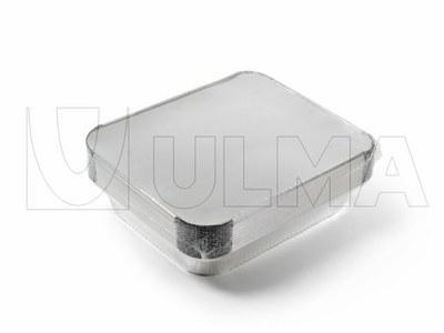 Aluminiowe tacki pakowane w folię termokurczliwą.