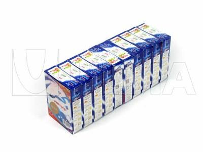 Opakowanie detergentu w proszku pakowanego w opakowanie zbiorcze w termokurczliwą folię polietylenową.