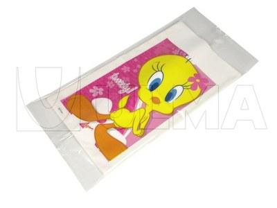 Plastikowe i papierowe torby pakowane na poziomej maszynie pakującej (HFFS).