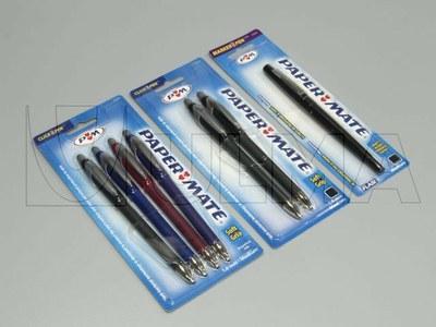 Długopisy pakowane w formie wytłaczanej na maszynie termoformującej.