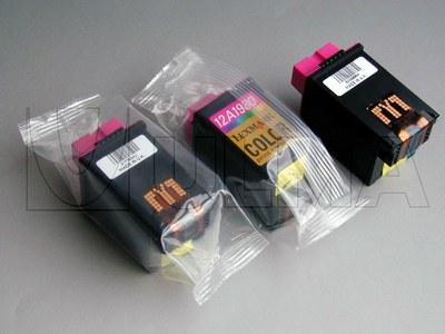 Tonery z tuszem pakowane na flow packu poziomym (HFFS).