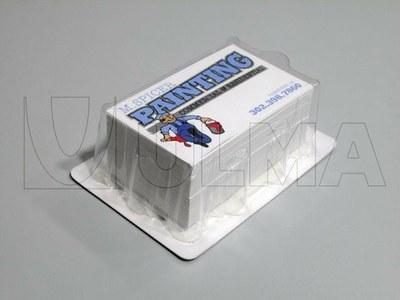 Wizytówki pakowane w formie wytłaczanej na maszynie termoformującej.