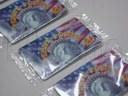 Karty telefoniczne pakowane na poziomej maszynie pakującej (HFFS).