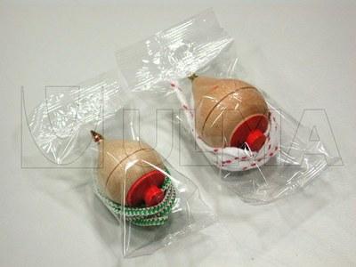 Zabawki pakowane na poziomej maszynie pakującej (HFFS).