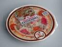 Uprzednio upieczona pizza pakowana na tacce w atmosferze modyfikowanej (MAP) na traysealerze.