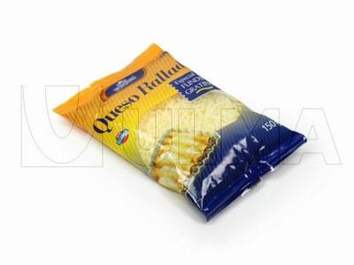 Rozdrobniony ser pakowany w folię laminowaną w atmosferze modyfikowanej (MAP) na maszynie termo formującej (VFFS).